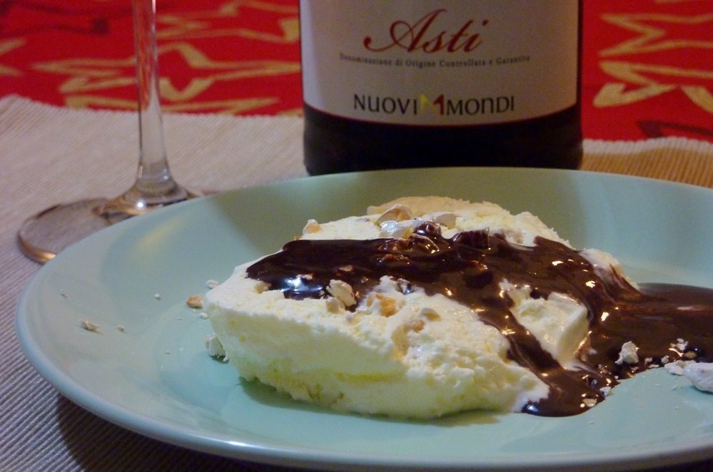 Semifreddo with Asti Spumante, also good with chocolate sauce