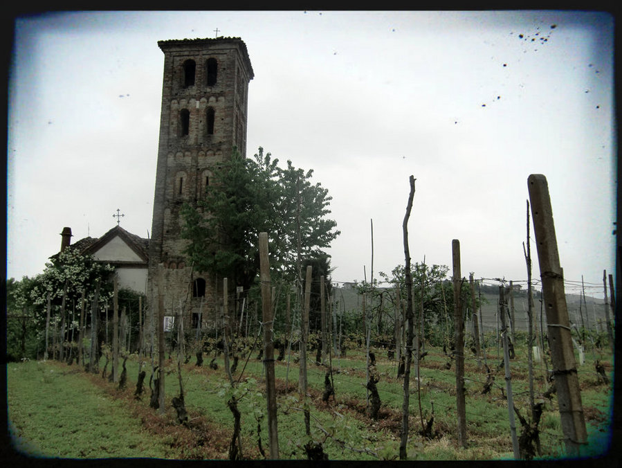 Monastery Tower - of the Santa Maria del Piano church. Photo from langhe.net, mod.