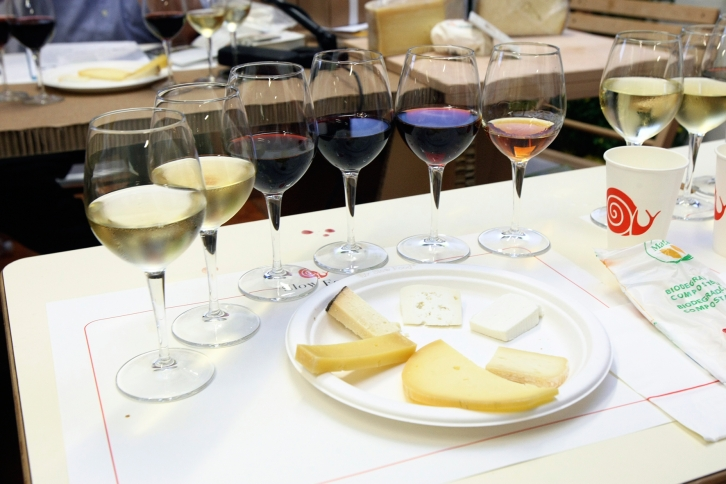 Cheese and wine pairing. Photo from media.slowfood.it